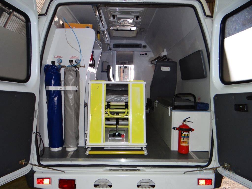 Для наземной транспортировки используется автомобиль скорой помощи или реанимобиль