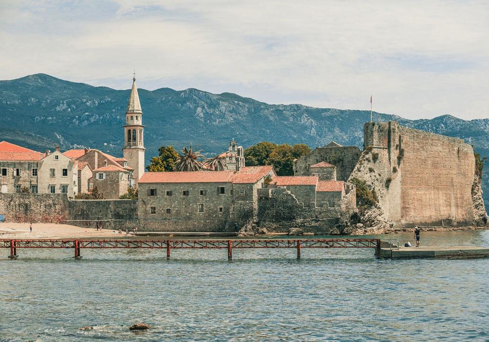 Страховка и ассистанс в Черногории